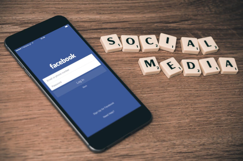 condividere recensioni clienti su Facebook